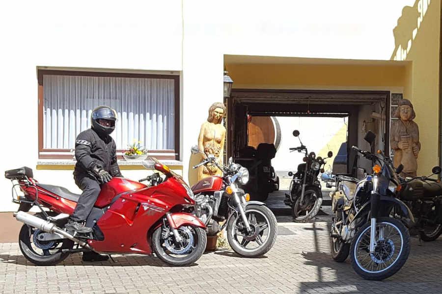 Garage für Motorräder, Winzerhaus Beckmann